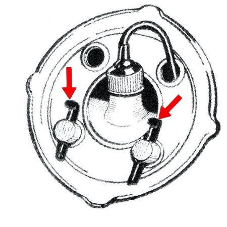 Ergots (2) de retenue de bocal de lave-glace sur roue de secours